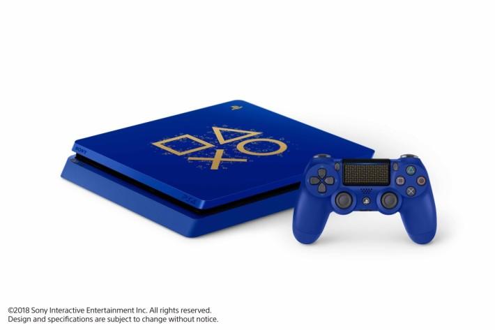 PlayStation 4 Days of Play Limited Edition 限定版主機以深藍配上金色,相常吸睛。