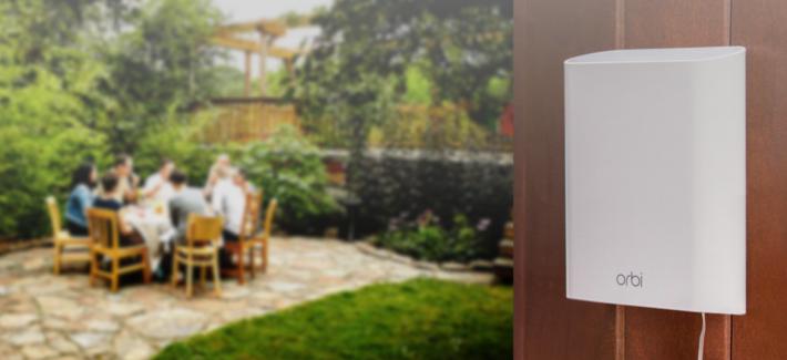 現在很少品牌有推出室外用的 Mesh 型號,而圖中的 Netgear Orbi RBS50Y 就是其中一例。如果 Netgear 日後支援 EasyMesh,就能吸引其他品牌的顧客,於室外地方添置此型號,吸納新客源,因為 EasyMesh 認證解決了客戶更換全屋整套 Mesh 的麻煩。
