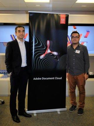 Adobe 香港及台灣區數碼媒體總經理陳育明(左),與 Adobe 香港及台灣區高級數碼媒體技術工程顧問黃耀興(右),於記者會上介紹 Adobe Sign 和 Adobe Scan 功能。