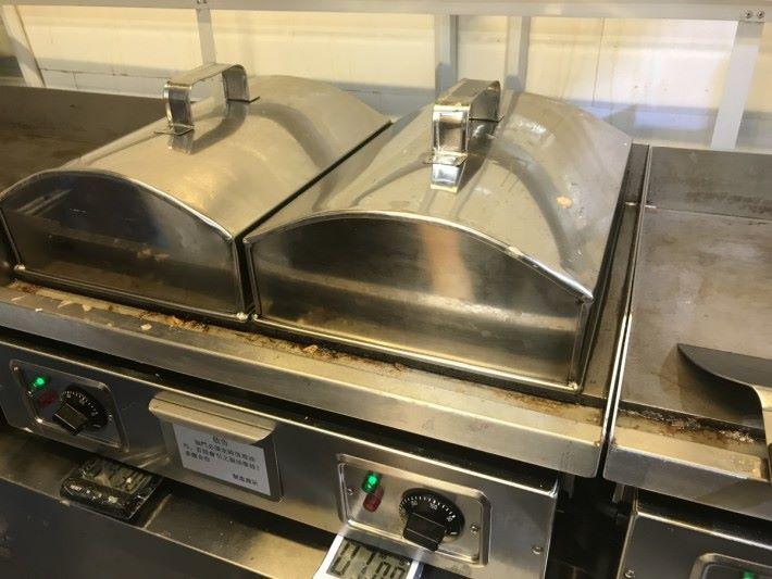 Step 5: 水遇熱會變成水蒸氣,以蒸焗的方式令班戟麵糊加熱膨脹。