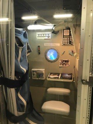 太空艙的活動空間有限。