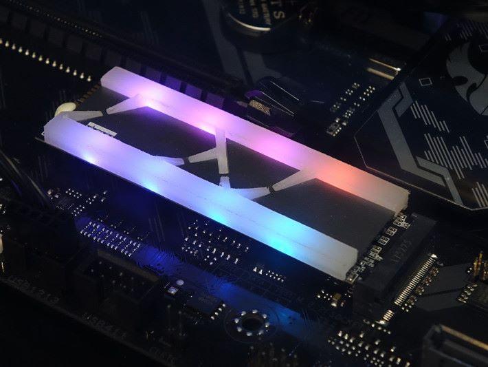 CRAS X RGB NVMe M.2 SSD 發光 M.2