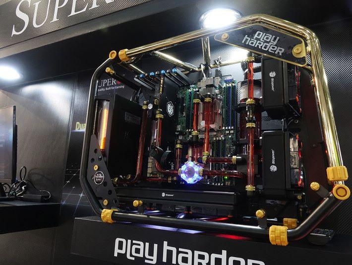 SUPERO 雙 Xeon CPU 電競概念機