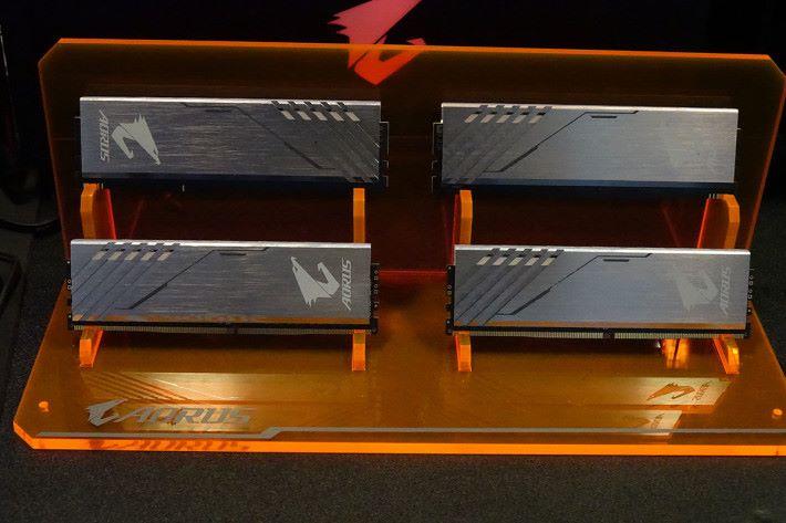 AORUS RGB DDR4 包括 2 根 DRAM + RGB Module