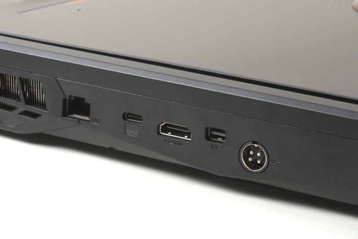 機背提供 HDMI 及 mini Display Port,可以額外連接兩組 4K 屏幕。