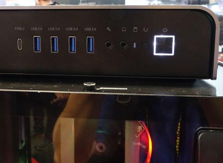 支援 USB Type-C 在內的最新輸出