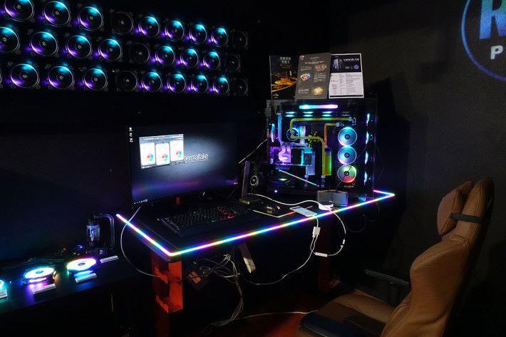 Thermaltake 的聲控 RGB demo 工作空間