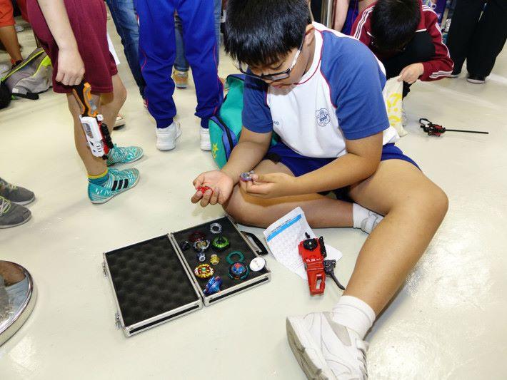 陀螺玩具有多少親子元素?最簡單莫過於有共同話題, STEM sir 正是此方面的專家。