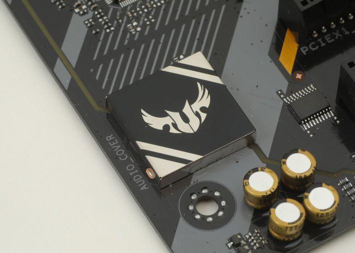 音效晶片加上 Audio Cover 以隔絕 EMI。