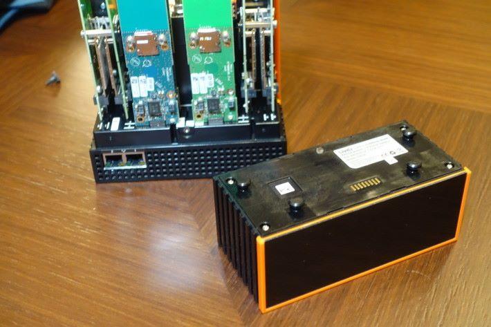 作為傳送裝置,電力絕對不能少,電池佔上整個機身的四份之一。