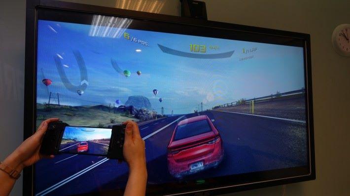 把遊戲畫面投射到電視。