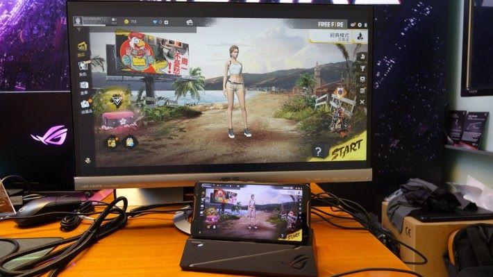 把遊戲畫面投射到電腦屏幕玩。