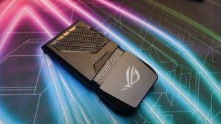 外置散熱風扇配件,上面的 ROG 標誌亦可發出 RGB 七彩燈光效果。
