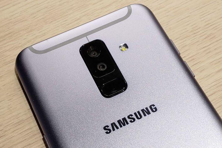 內置 16MP 加 5MP 雙鏡頭。