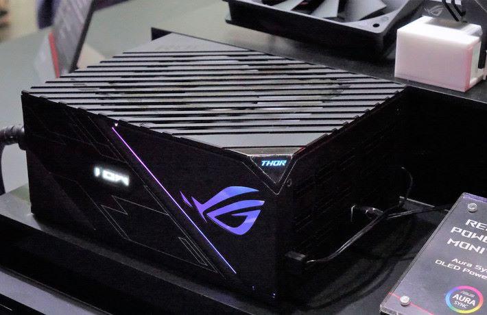 電競市場刺激電腦產品的銷售,所以廠商紛紛推出電競系列產品,連火牛都玩電競。(攝於2018年台北 Computex)