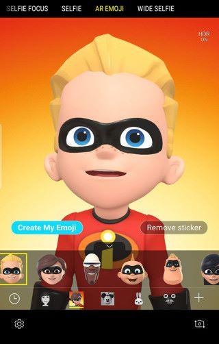 只要在相機功能內的 AR Emoji 模式中,即可下載《超人特攻隊》系列角色並使用。