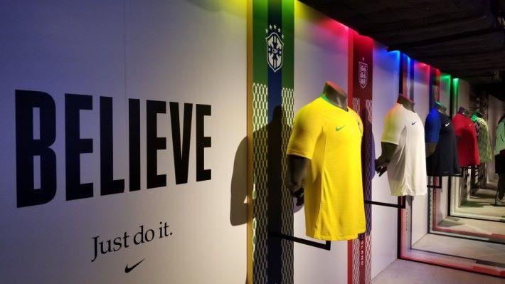 Nike Football Hub 內有齊多款最新國家隊球衣。