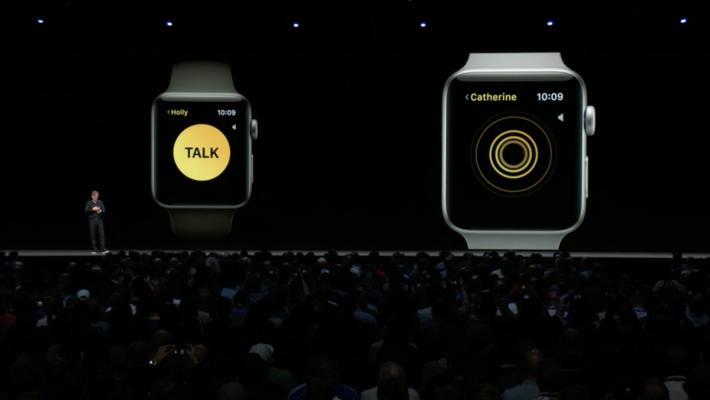 接受之後,便可按錶面上的 Talk 說話,你亦可聽到對方講話。