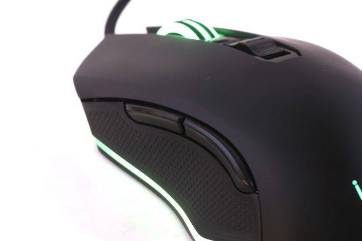 滑鼠兩旁的按鈕可以讓用家自訂指令。