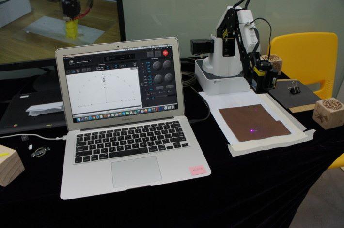 立體打印外,也有支援近期流行的鐳射雕刻。