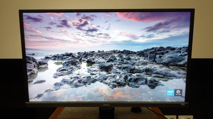 單獨開啟 HDR 的話,畫面的光度和對比度都大大提升。