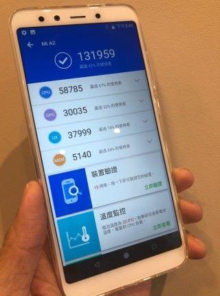 小米 A2 的跑分為 13 萬左右,略比同樣使用 S660 處理器的手機高一點。