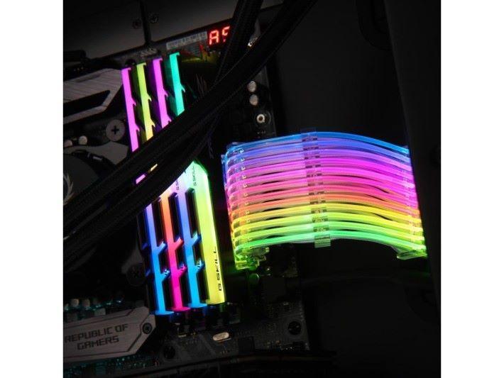 聯力 Strimer RGB 24 Pin 電源線。