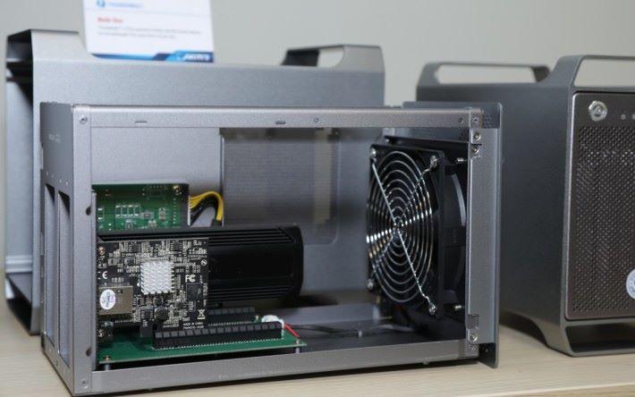 .Node Duo 的擴充性高,可接專業 Capture Card、RAID Card 又或者細張的顯示卡,讓原裝電腦都有 DIY 砌機一樣的擴充彈性。