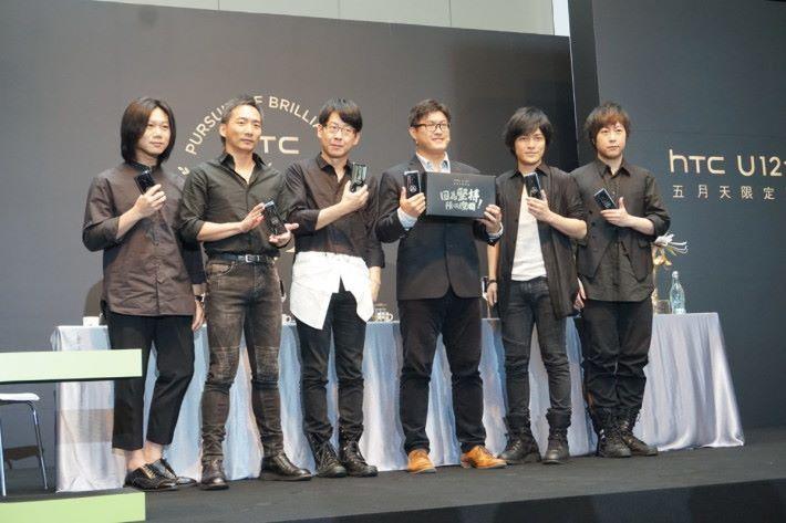 五月天 x HTC U12+ 限量版手機。