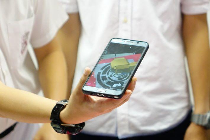 迦密中學製作的 Pet AR 除了手機遊戲,還可利用 AR Code 將竉物顯示在手機畫面上。