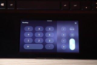 ScreenPad 數字鍵功能,比按筆電鍵盤上的橫排數字方便。
