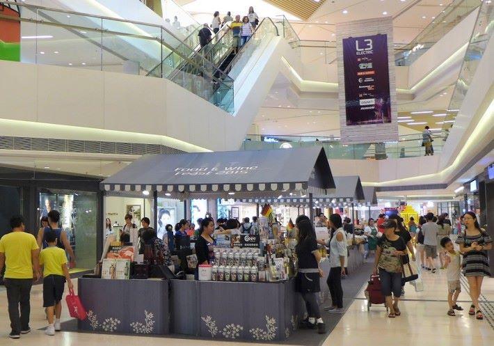 流動支付方案如 HKT 的智能 POS,內置 SIM 卡,靈活方便,特別適合用於短期店或市集展銷作收款之用。