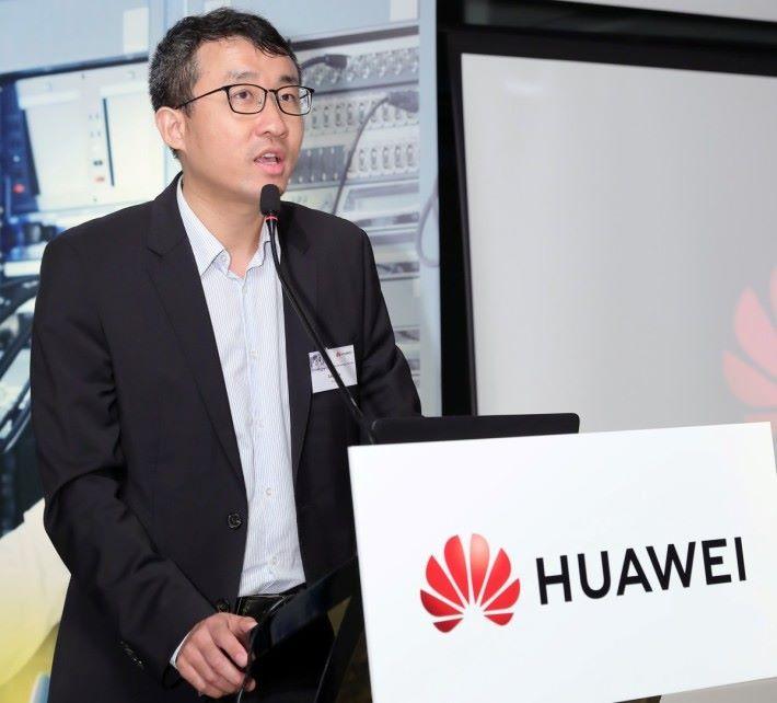 華為香港企業網絡解決方案銷售部部長呂子健先生致開幕詞。