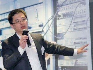 華為解決方案專家吳禕晟先生介紹新產品 IDN - 面向行業的智簡網絡解決方案,並闡述華為建立極簡雲數據中心網絡的方案理念、技術發展及商業價值,同時演示最新極簡運維工具 Fabric Insight。