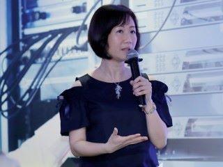 華為香港企業網絡解決方案銷售部産品經理梁耀幗女士分享了「智能,簡化,融合,安全和開放」的 IP Smart Campus 設計理念,幫助企業構建面向未來的融合接入網絡,保障極致用戶體驗;同時亦展示了園區網絡精細化運維工具 Campus Insight,探索極簡運維新模式。