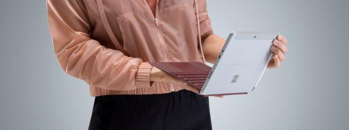 Microsoft 準備以廉價的 Surface Go 平板對抗 ChromeBook 和 iPad ,以打入教育市場