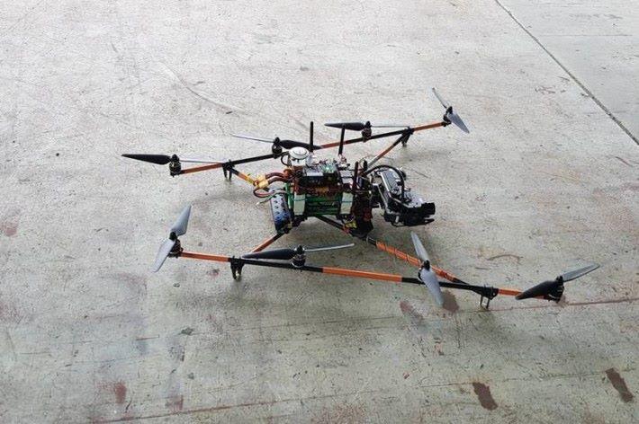 利用無人機和熱像儀成功描繪洞穴的內部地圖,令團隊能加快搜救進度。
