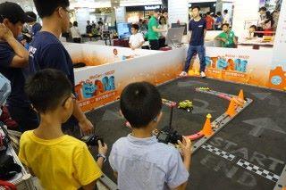 同樣是香港科技大學提供的不倒翁搖控車對小朋友來說十分吸引,並且能用FPV瀏覽。