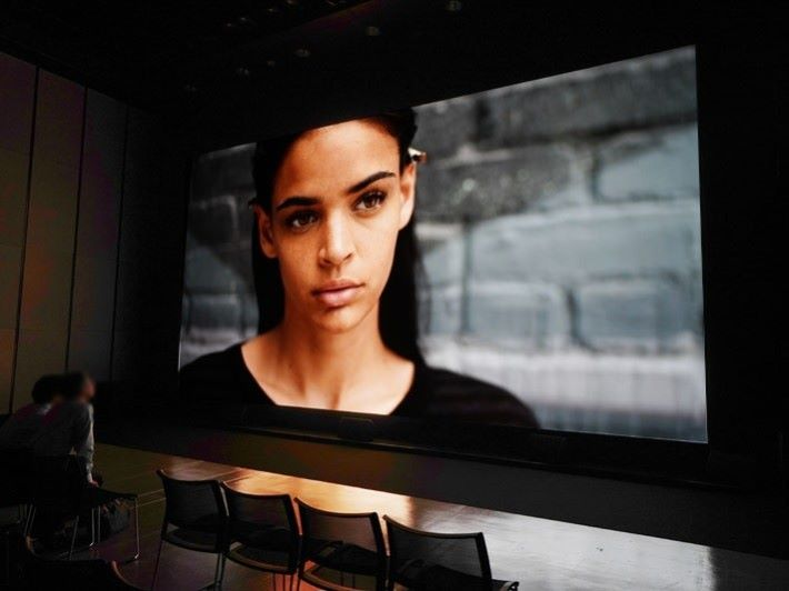 Sony 於澀谷展示 440吋 8K顯示系統。