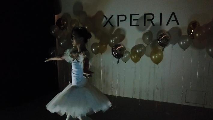 使用超感光模式後,拍攝出來的畫面明顯明亮起來,舞者的舞姿可清楚地拍攝。