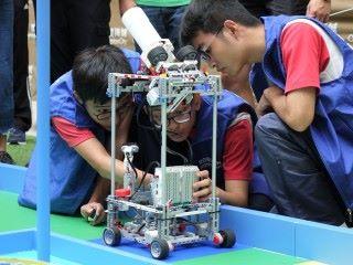 元朗公立中學的機械人全場矚目,大部分使用樂高(Lego)組成,發射高度亦可調整,獲得「最佳藝術設計獎」。