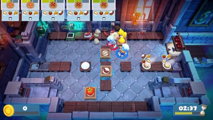 廚師殺到鬼屋焗 Pizza 。桌子的位置更會一直動!