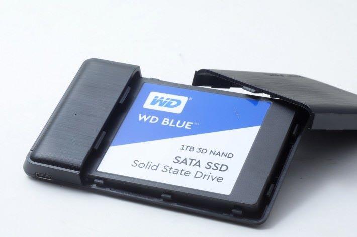測試安裝 WD Blue 1TB 3D NAND SSD