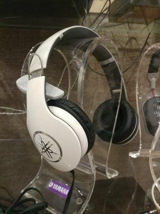 YAMAHA Pro 400 耳筒原價 $2,980 ,減價後 $999 ,平咗差不多三分之二。