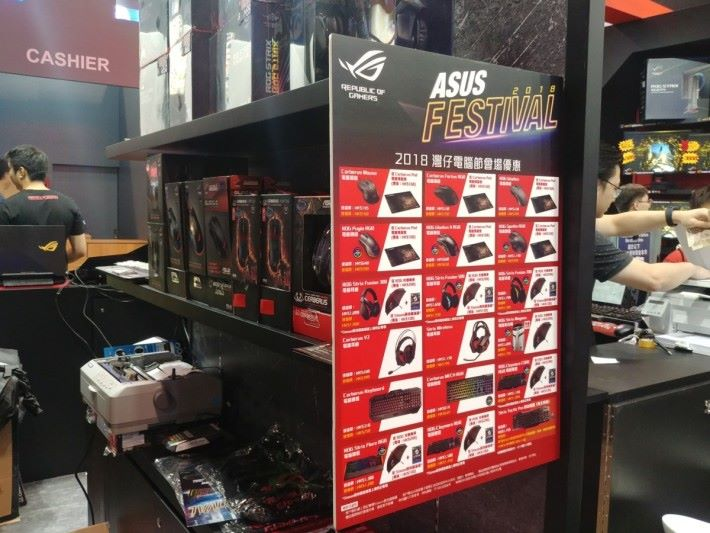 Asus 於會場內設有 ROG 系列週邊的展示區,各位可於現場親自感受一下。
