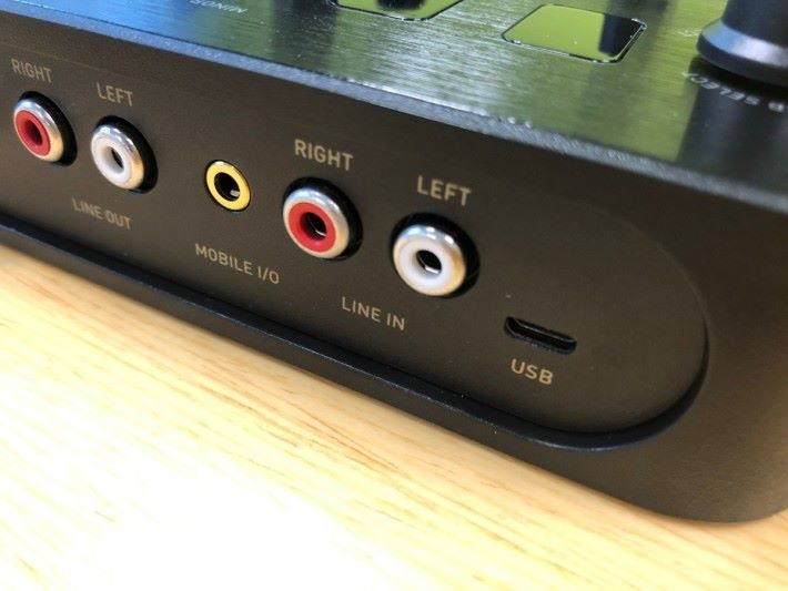 USB 傳輸和供電,使用非常方便。