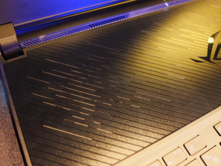 AAS 散熱系統可向四個方位排出熱量,散熱效率更比初代提升 17%。