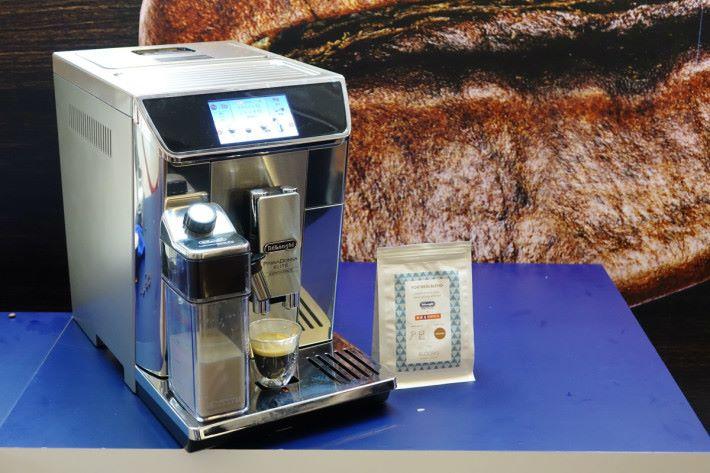 於豐澤購買 De'Longhi PrimaDonna Elite ECAM65085 旗艦級咖啡機,便可免費獲贈 4kg Bloooms Roastery & Craft Tea 咖啡豆。