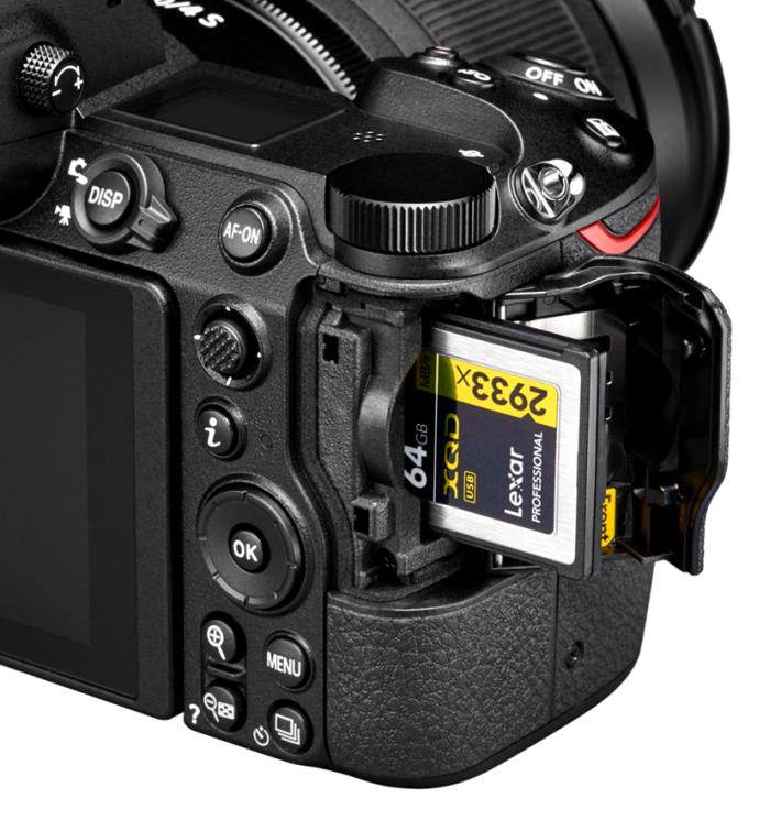 Z6 和 Z7 都採用 QXD 卡來儲存,存取速度較 SD 卡高,但只得一條插槽。