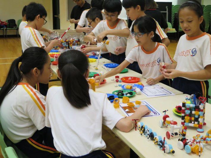 來自日本的Tublock原設計已與仿生學直接有關,香港代理Prister更積極構思各項設計,帶領學生發揮創意。